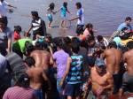 Los pescadores seccionaron los restos del cetáceo para venderlo en el mercado. (Foto : Facebook)