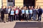 Entidades y políticos de Dénia en una acción de rechazo al proyecto de sondeos petrolíferos.